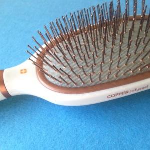 Dandruff brush
